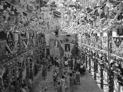 A courtyard decorated for Madrid's annual Verbena de la Paloma festivities in 1953.