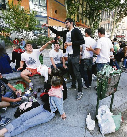 La Latina has fine bars and eateries, but it is also popular with youngsters who drink in the street