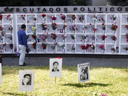 A monument to victims of political repression during the Pinochet regime.