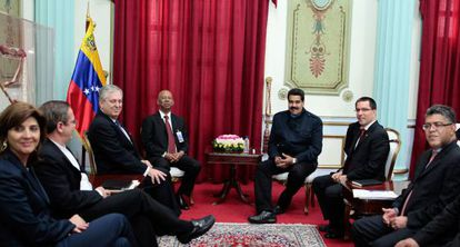 Nicolás Maduro (third from right) with members of the Unasur mission on Tuesday.
