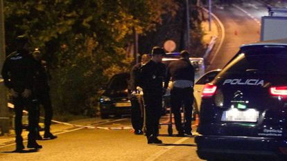 Officers move the body of a man murdered in December in Marbella.