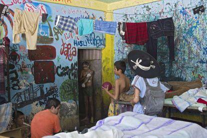 A group of children at La Gran Familia shelter in Zamora (Michoacán).