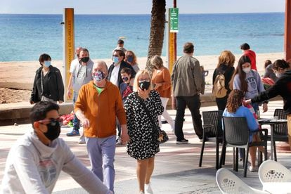 People wearing face masks in the Catalan city of Cubelles.