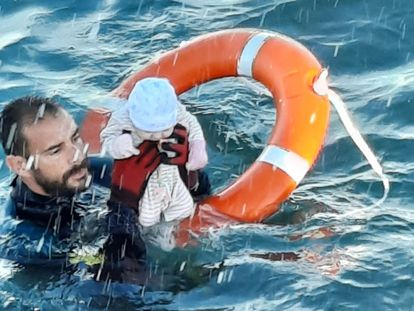 Juan Franciso Valle, a Spanish Civil Guard diver, rescuing a baby on Tuesday.