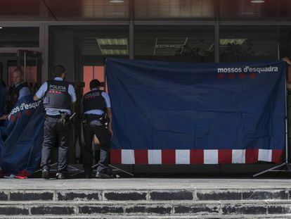 The Mossos prepare for a reconstruction of the events at the police station.