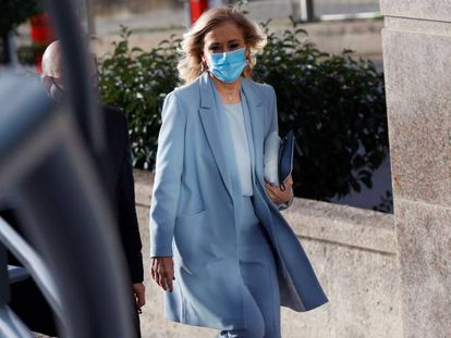Former Madrid premier Cristina Cifuentes outside the regional high court.
