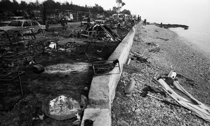 Burned bodies were collected from the sea and the beach. Fleeing for the water, which according to witness accounts began to boil, turned out to be a bad decision. Many bodies were found in seated positions, with rigid arms and legs, as many of the victims were having lunch at the time of the accident.