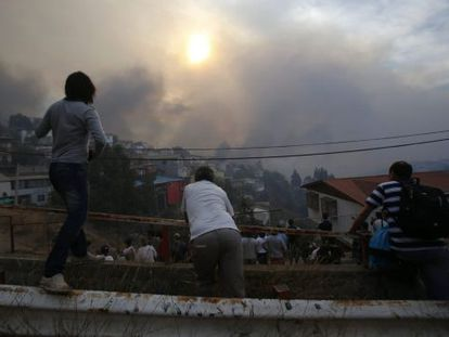 Residents observe the fires from the Ramaditas hilltop.