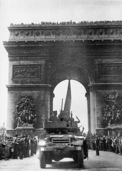 An armored vehicle commanded by Sergeant Manuel Morillas (left) in Paris on August 26, 1944.