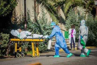Health workers transferring a Covid-19 patient in Virgen de la Montaña hospital in Cáceres.