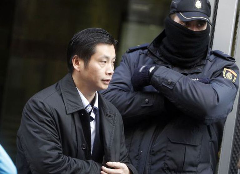 Chinese businessman Gao Ping, the alleged ringleader in the Operation Emperor money-laundering case, leaves Spain's High Court.