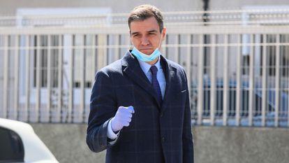 Pedro Sánchez at a ventilator factory in Madrid.