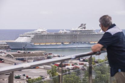 The world's largest cruise ship, Oasis of the Seas, arriving in Barcelona.