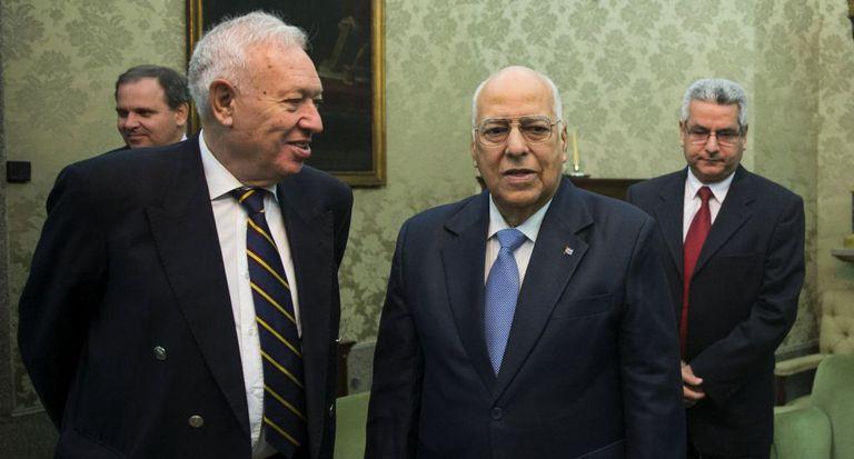 Interim Foreign Minister José Manuel García-Margallo and Cuban Vice President Ricardo Cabrisas in Madrid on Tuesday.