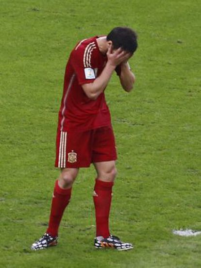 Xabi Alonso regrets the error that led to Chile's first goal.