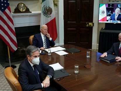 US President Joe Biden with State Secretary Antony Blinken (l) and Homeland Security Secretary Alejandro Mayorkas at a virtual meeting with Mexican President Andrés Manuel López Obrador in March.