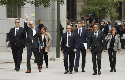 Former deputies in the Catalan regional government arrive at the Spanish High Court.