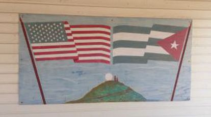 A painting of the US and Cuban flags next to the base.