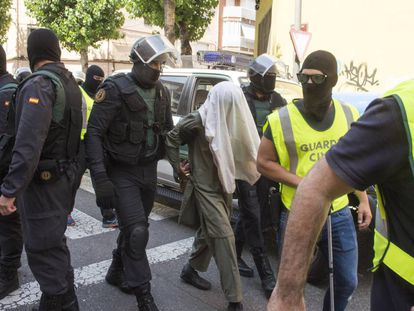 Civil Guard agents with a terror suspect in Lleida in July.