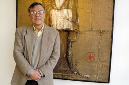 Chinese painter Pei-Shen Qian in front of one of his works.
