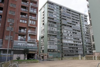 The apartment building where the outbreak was detected.