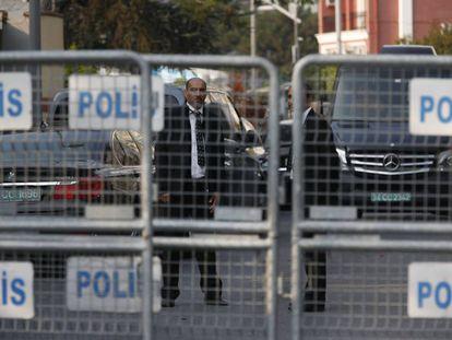 Security personnel guarding Saudi Arabia's consulate in Istanbul.