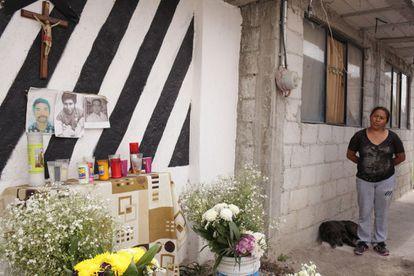 A shrine to some of the dead thieves in Las Lomas de San Miguel, in Puebla.