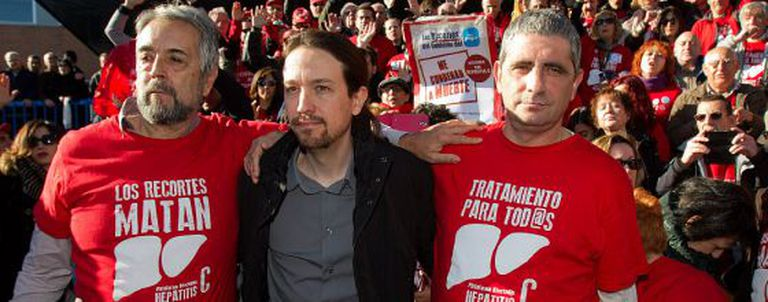 Podemos leader Pablo Iglesias with members of a hepatitis C support group.