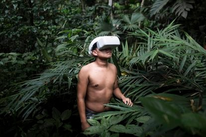 One of the 12 members of the Cofán guard trained in the use of GPS and mapping applications, in the Ecuadorean Amazon.
