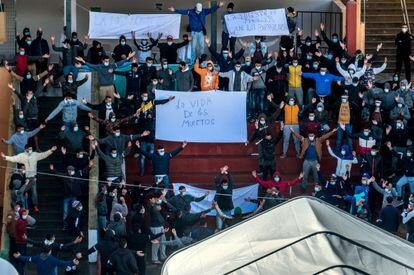 "Migrants at a shelter in Gran Canaria holding signs reading: ""Death is worse than deportation"" and ""The life of the dead."""