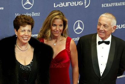 Arantxa Sánchez Vicario (c) with her parents, Emilio and Marisa, in 2007.