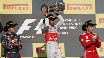 Formula 1 driver Lewis Hamilton holds up his trophy next to Red Bull's Sebastian Vettel (l) and Ferrari's Fernando Alonso (r) after winning the F1 Grand Prix in Texas, US, last year.