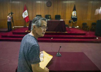 Alberto Fujimori arrives in court.