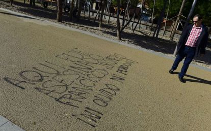 """Graffiti in the Madrid Río park reads: """"Francisco Romero was killed here. Never forgive and never forget!"""""""