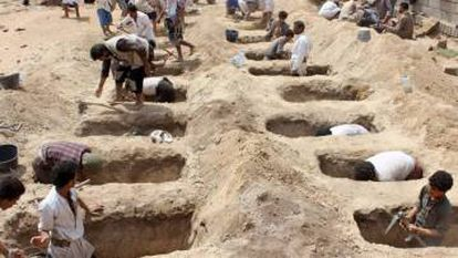 Graves in Sana'a for victims of a conflict that has caused 10,000 deaths since 2015.
