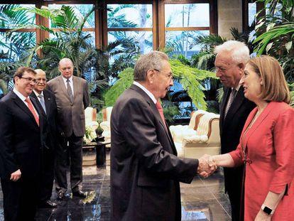 Cuban President Raúl Castro greets Spanish Foreign Minister Jose Manuel Garcia-Margallo and Public Works Minister Ana Pastor in Havana.