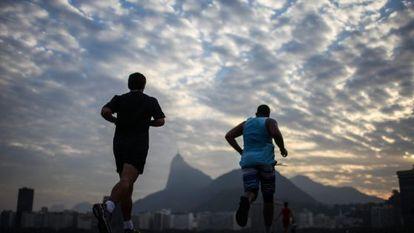 Two men out running in Rio de Janeiro.