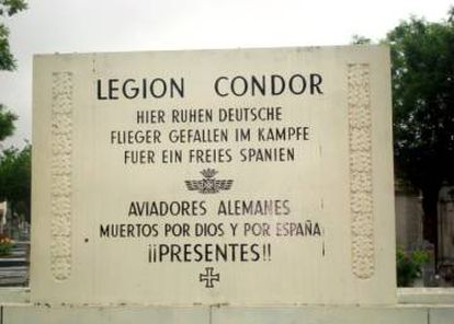 The plaque to the German pilots.