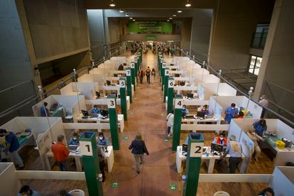 Mass vaccination center in the Olympic Stadium in Seville.