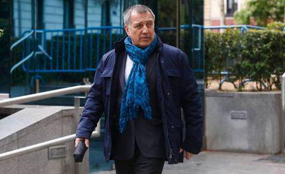 Former Interviú editor Alberto Pozas in court.