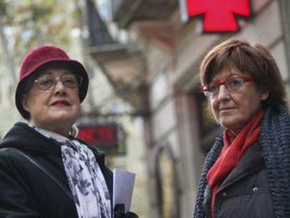 Transplant recipients María Ramírez and Charo Martínez have had trouble obtaining their medication.