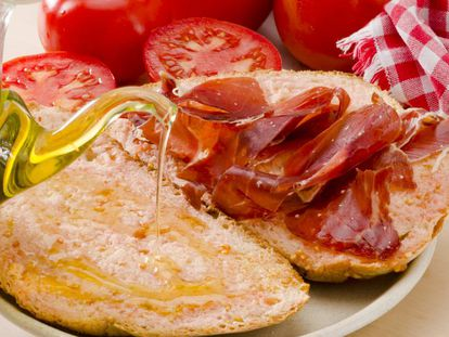 A Spanish classic: bread, tomato, jamón and olive oil.