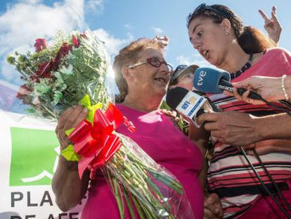 Josefa Hernández walks out of Tahíche penitentiary on Thursday.