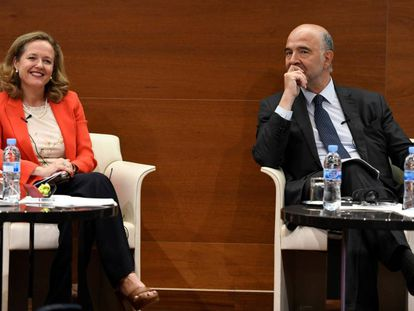 Economy Minister Nadia Calviño with European commissioner Pierre Moscovici.