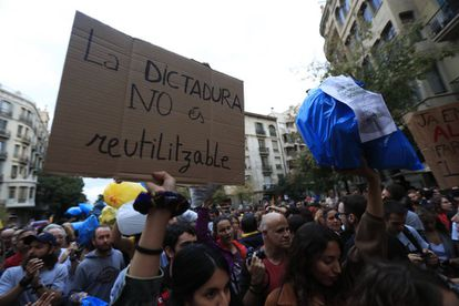 """Protesters organize a demonstration called """"Picnic for the Republic"""" in Barcelona on Saturday. In this photo, a protester holds a sign with the message: """"The dictatorship is not reusable."""""""