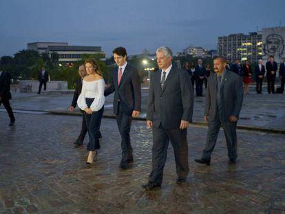 Díaz Canel (c) with Canadian Prime Minister Justin Trudeau.