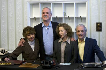A 2009 reunion of the Fawlty Towers cast, with Sachs on the right.