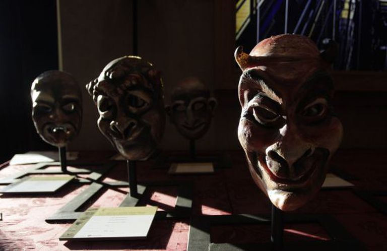 Four masks set to be auctioned off on December 26 along with over 1,000 other objects created for Teatro Real.