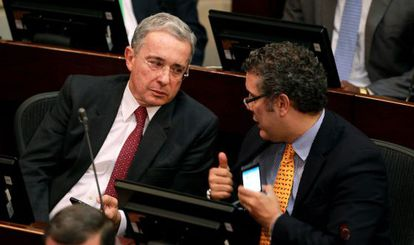 Álvaro Uribe at the beginning of the debate on Wednesday.