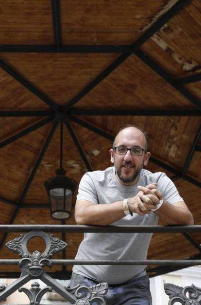 Sonorama director Javier Ajenjo in the Plaza Mayor square of Aranda de Duero.